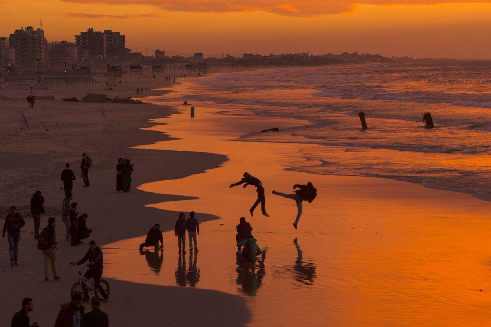 Pôr do Sol na praia de Gaza