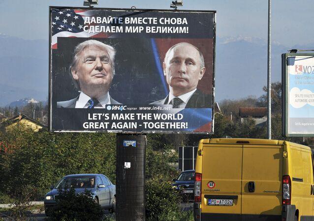 Outdoor com foto de Vladimir Putin e Donald Trump
