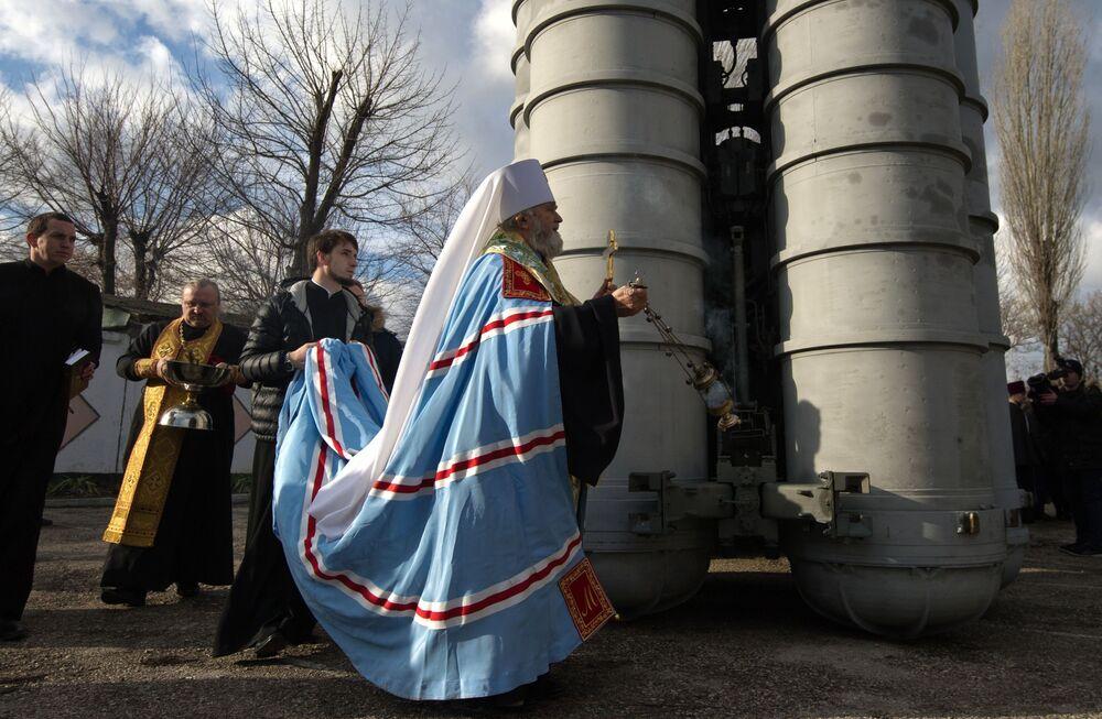 Cerimônia de benção do material do Distrito Militar do Sul que foi colocado em serviço em Teodósia, na Crimeia