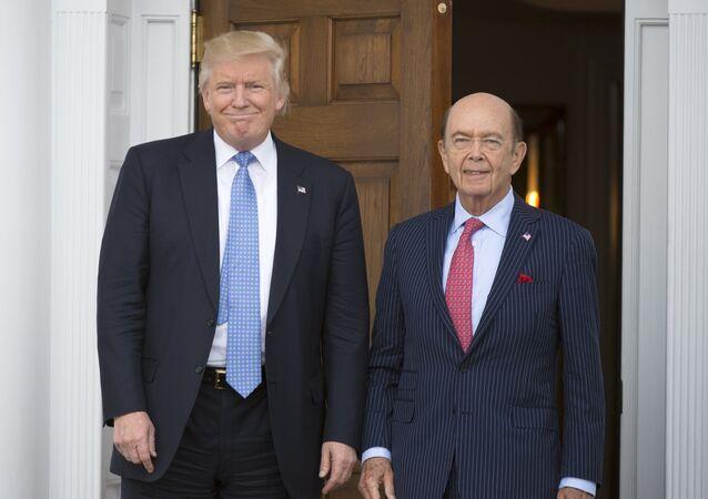 Presidente Donald Trump com o secretário do Comércio dos EUA, Wilbur Ross, em Bedminster, Nova Jersey