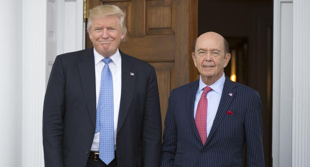 Presidente Donald Trump com o secretário do Comércio dos EUA, Wilbur Ross, em Bedminster, Nova Jersey (arquivo)