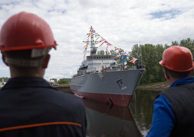 Caça-minas russo Aleksandr Obukhov, em São Petersburgo