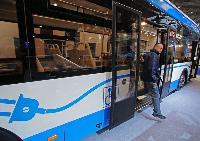 Ônibus elétrico apresentado na exposição EspoCityTrans-2016 em Moscou