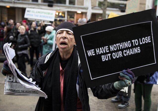Manifestante anti-Trump