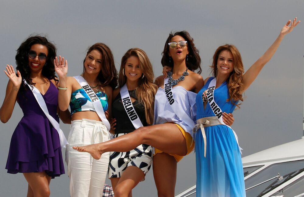 Participantes do concurso Miss Universo durante sessão de fotos em Manila, capital filipina