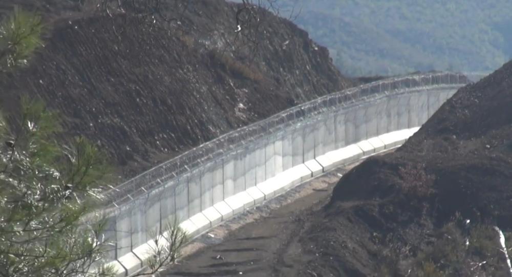 Turquia constrói muro na fronteira com a Síria