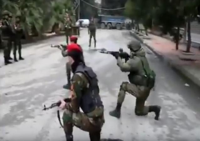 Militares russos treinam os sírios em Aleppo