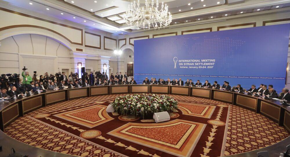 Delegações de Rússia, Irã e Turquia à mesa de negociações sobre a Síria em Astana, no Cazaquistão, em 23 de janeiro de 2017