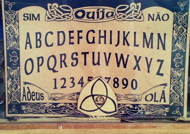 Tabuleiro de ouija para chamar espíritos