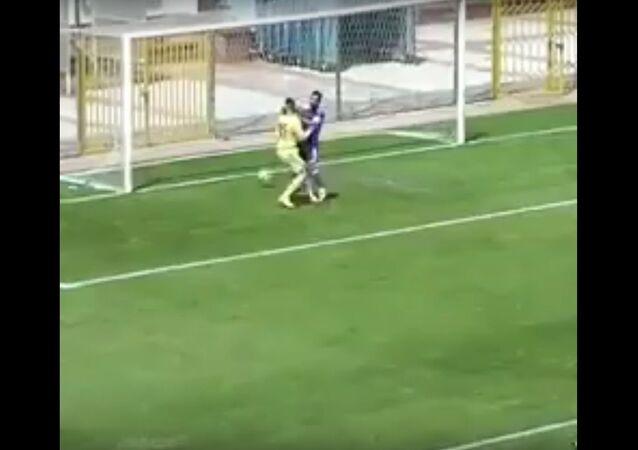 Gol contra cômico marcado por equipe turca