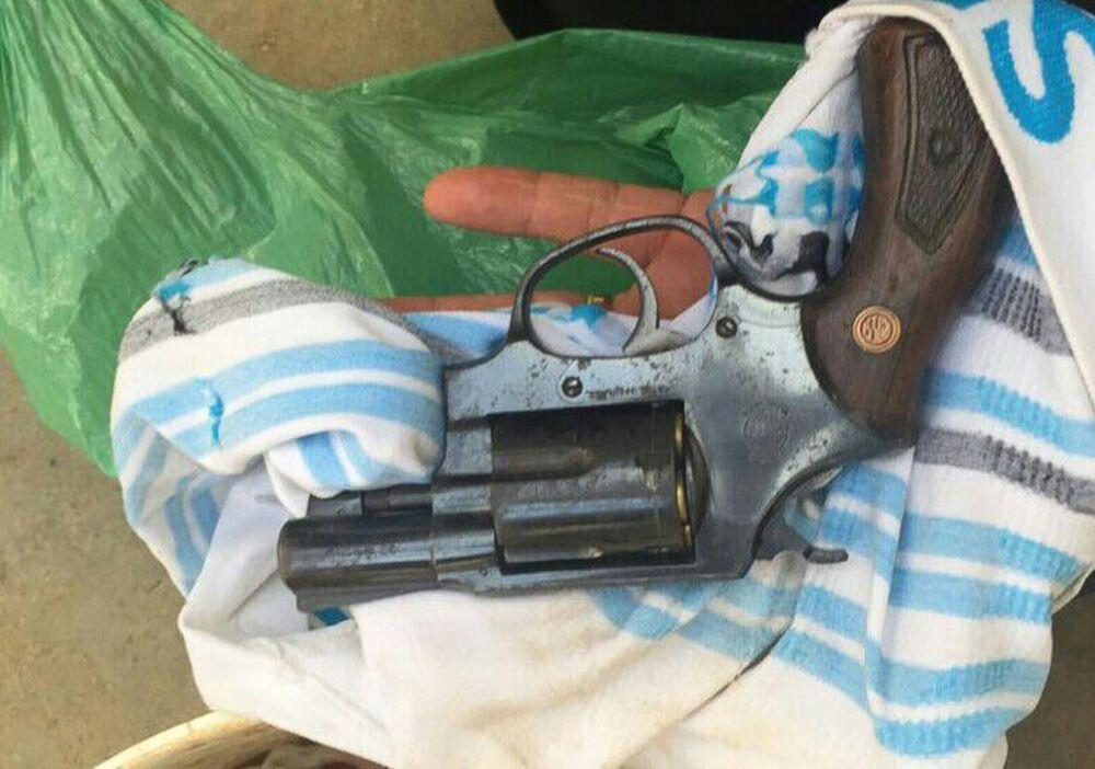 Arma encontrada durante operação de retomada e controle da Penitenciária Estadual de Alcaçuz, em Natal