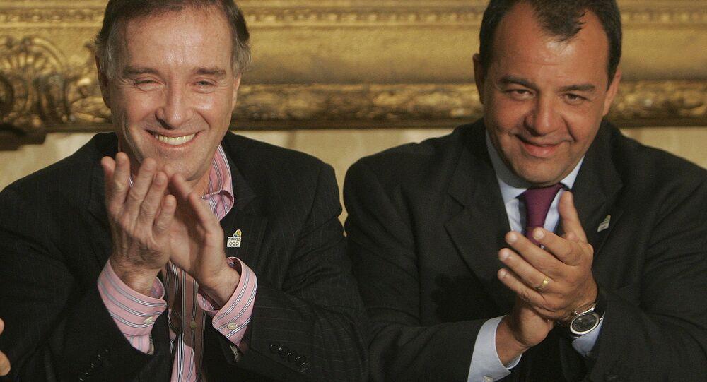 Eike Batista e Sérgio Cabral em 7 de abril de 2009, durante uma cerimônia em que o milionário doou R$ 10 milhões para a campanha olímpica brasileira