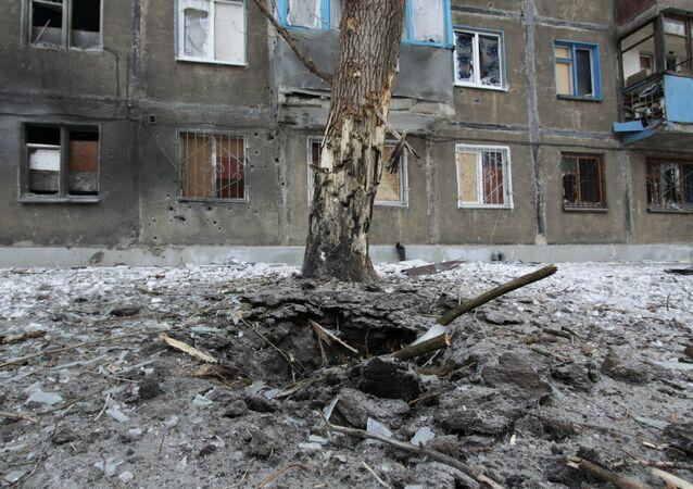 Situação depois de bombardeios na região de Donetsk