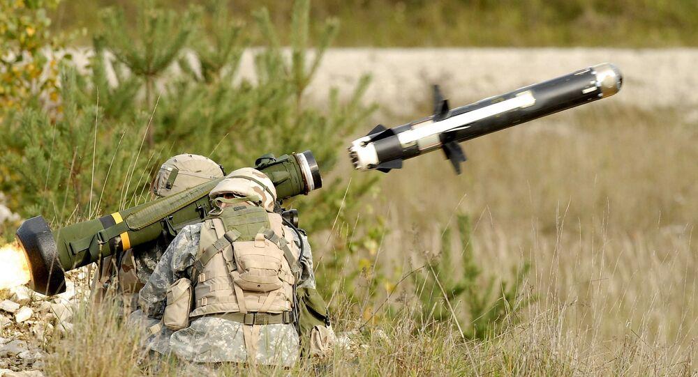 Soldados lançam míssil Javelin (foto de arquivo)