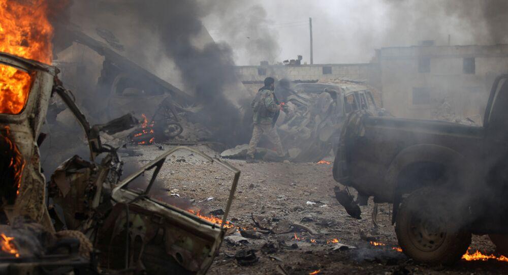 Veículos destruídos na sequência de explosão na Síria