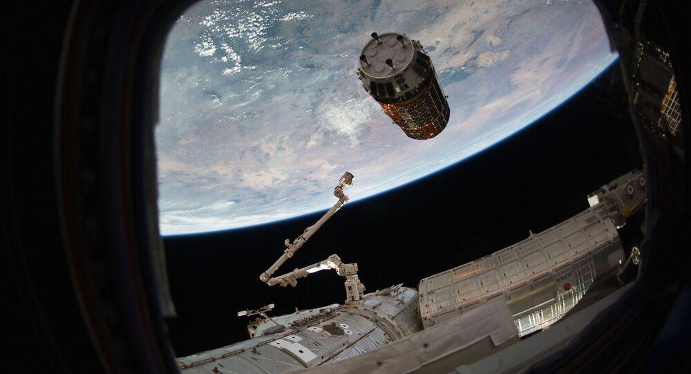 Nave espacial de carga japonesa Kounotori à chegada à EEI