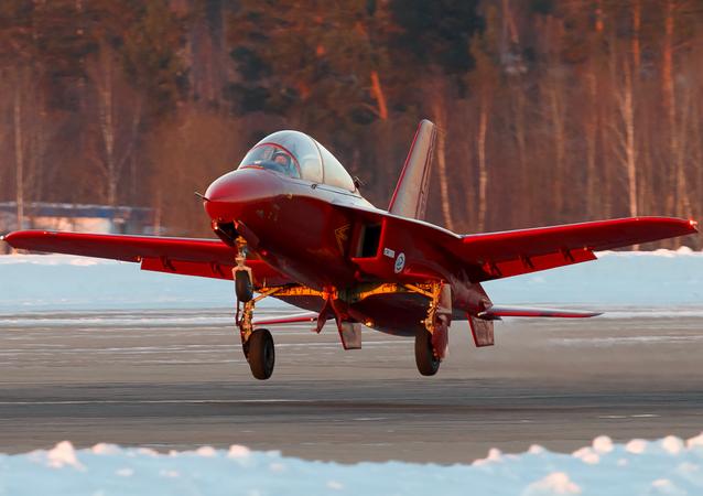 Avião de treinamento russo SR-10
