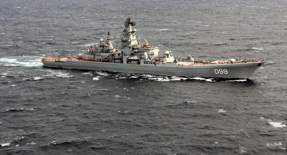 Cruzador porta-mísseis nuclear pesado Pyotr Velikiy no Oceano Atlântico