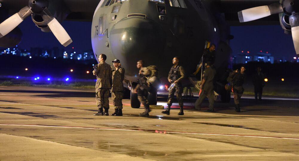 Chegada do avião da FAB em Vitória (ES) com tropa para combater o crime