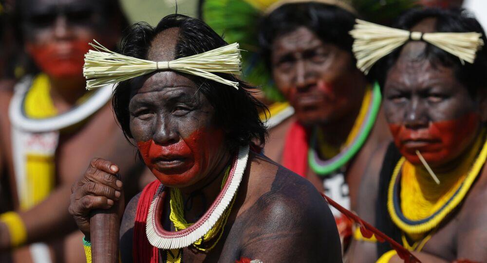 Índios amazônicos em cerimônia tribal