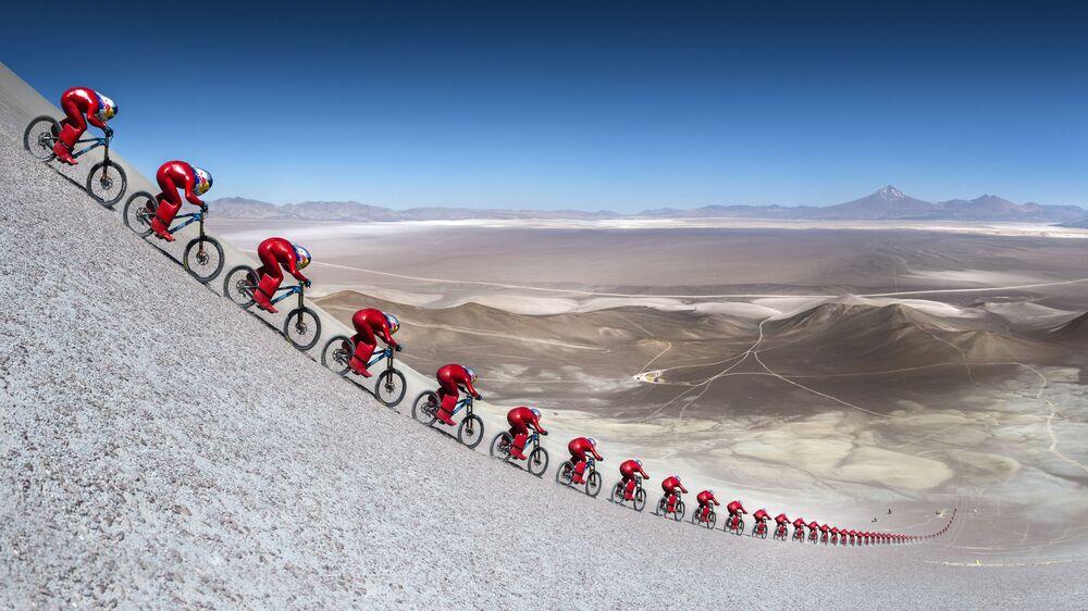 Ciclista austríaco Markus Stoeckl durante o festival Vmax 200 no deserto de Atacama, Chile.