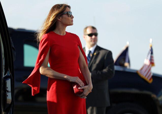 Primeira dama Melania Trump chega ao aeroporto internacional de Palm Beach, na Flórida, para cumprimentar seu marido, o presidente dos EUA Donald Trump.