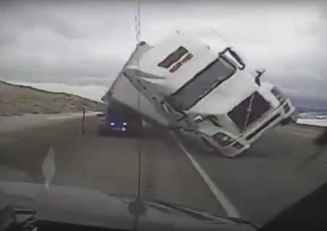 Acidente do caminhão no Estado de Wyoming, EUA