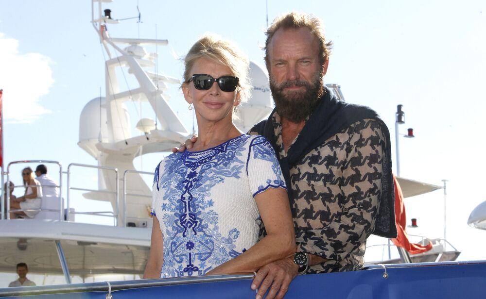 O cantor britânico Sting e sua esposa Trudie Styler