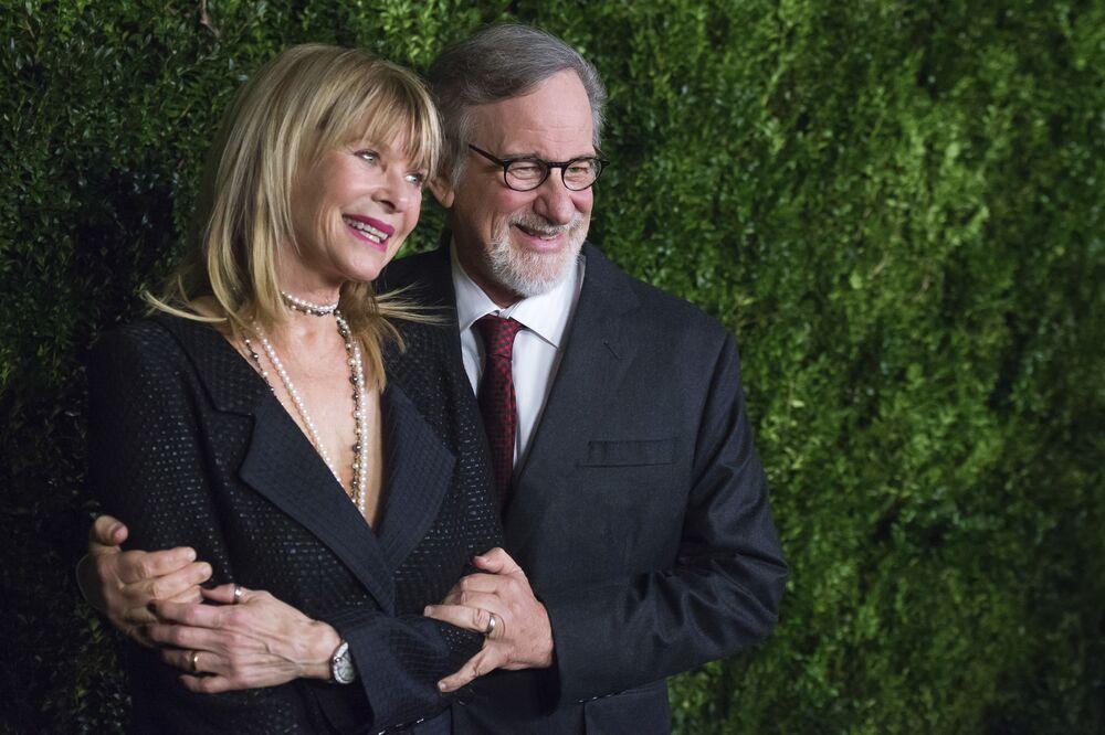 Kate Capshaw e Steven Spielberg na sessão de beneficência em tributo a Tom Hanks no Museu de Arte Moderna de Nova York