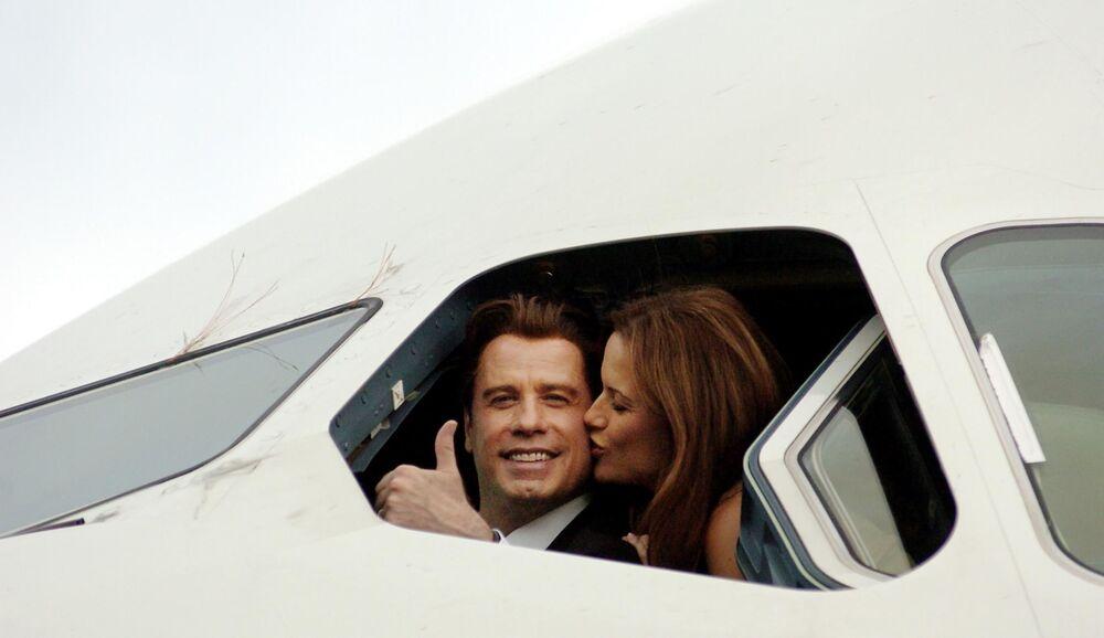 Ator americano John Travolta com a sua esposa Kelly Preston