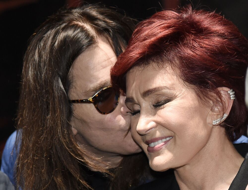 Músico Ozzy Osbourne e sua esposa Sharon