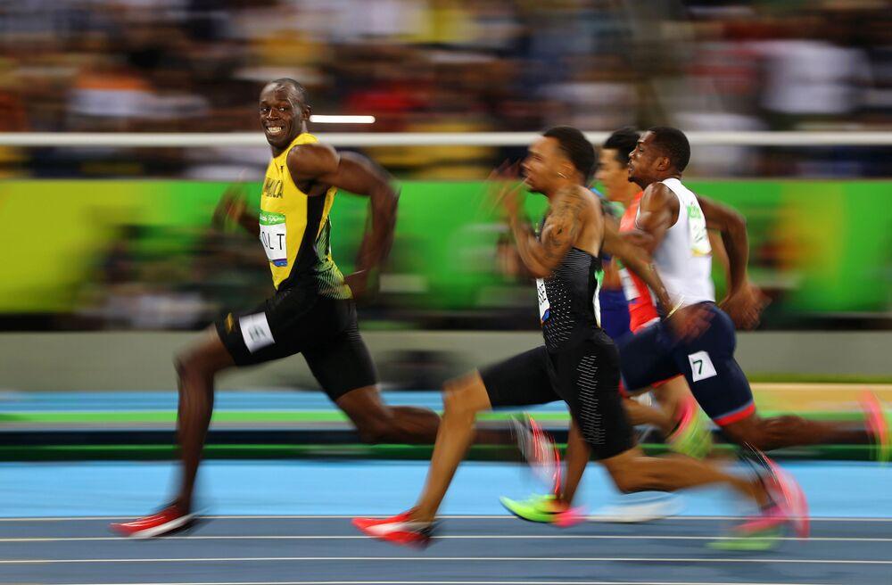 Foto Sorriso Dourado do Rio, do fotógrafo Oliver Pfaffenbach, que retrata o atleta jamaicano Usain Bolt sorrindo ao ganhar a corrida de 100 metros nas Olimpíadas do Rio em 14 de janeiro de 2016