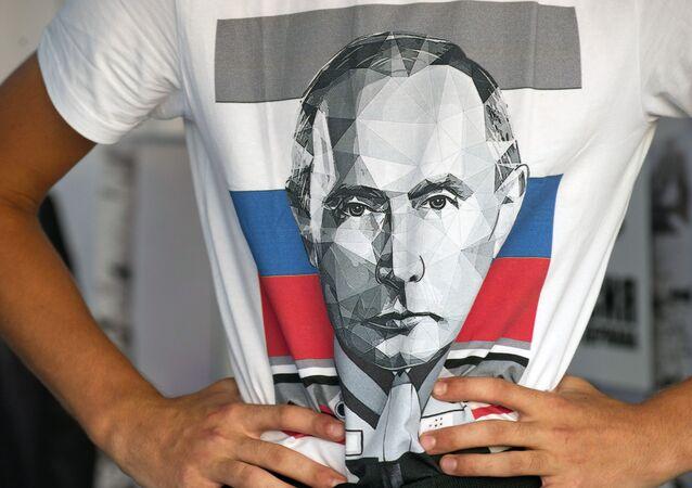 Camiseta com retrato do presidente russo Vladimir Putin
