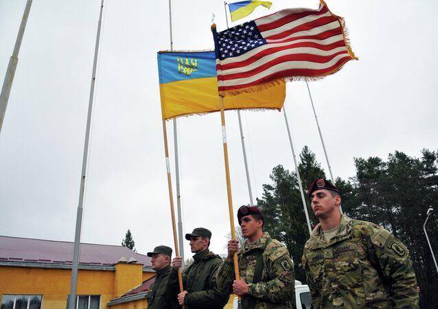 Instrutores americanos na Ucrânia durante exercícios conjuntos Fearless Guardian-2015