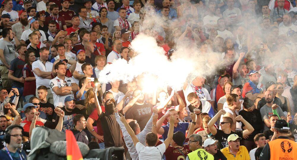Torcedores durante jogo entre Rússia e Inglaterra, EURO 2016, em Marselha