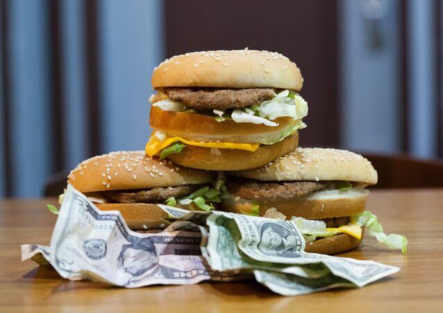 Índice Big Mac, feito pela revista The Economist desde 1986, usa como base de comparação o preço do hambúrguer em vários países