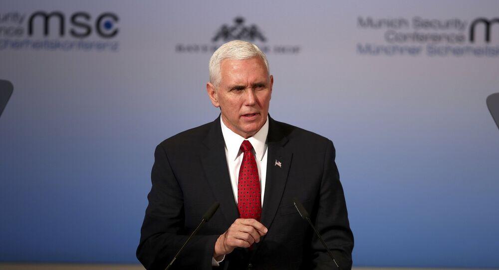 Vice-presidente de Donald Trump, Mike Pence, discursa durante a 53ª Conferência de Segurança em Munique, em 18 de fevereiro de 2017