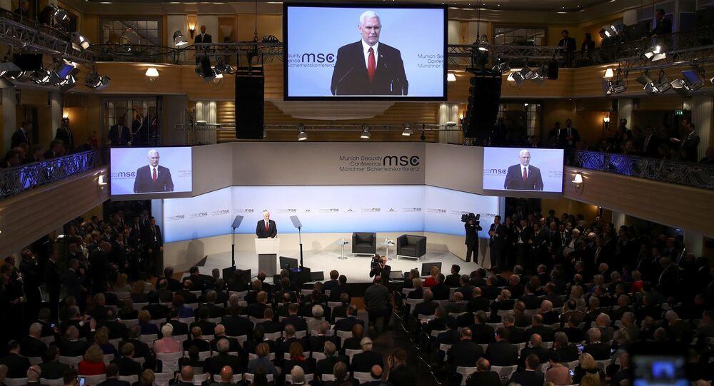 Vice-presidente dos EUA, Mike Pence, discursa durante a 53ª Conferência sobre Segurança, em Munique, Alemanha, 18 de fevereiro de 2017