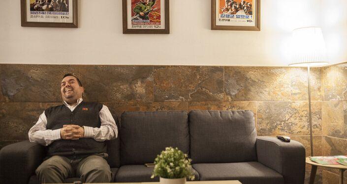 Alejandro Cao de Benós durante sua entrevista ao Sputnik Mundo