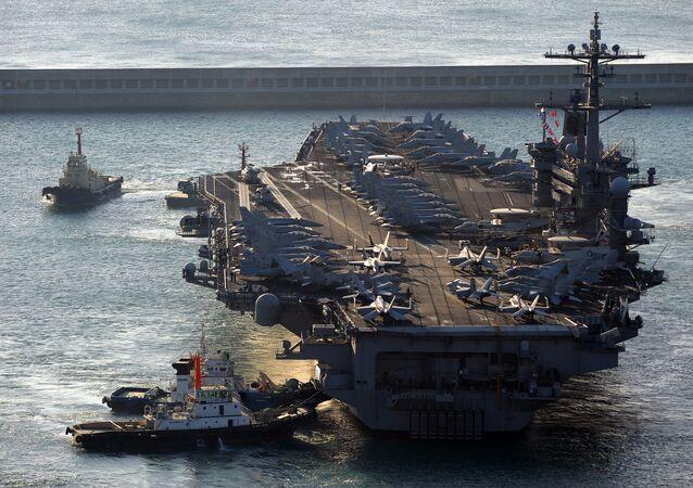 Porta-aviões USS Carl Vinson (CVN-70), de 97.000 toneladas (foto de arquivo)