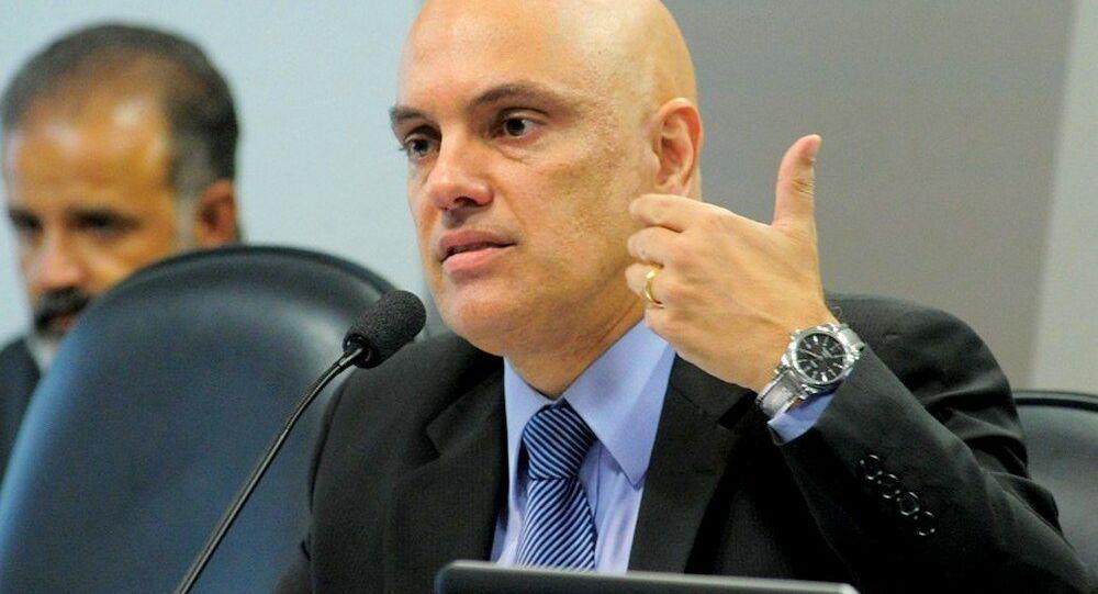 Moraes responde as perguntas dos senadores e cidadãos na CCJ