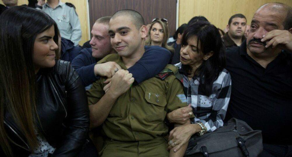 Soldado israelense Elor Azaria, acusado de homicídio pelo exército israelense, está sentado ouvindo seu veredicto em um tribunal militar em Tel Aviv, Israel, 4 de janeiro de 2017