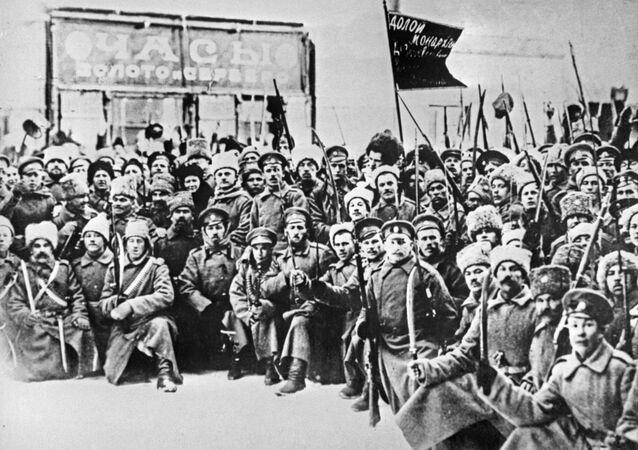 Os soldados que tomaram parte da Revolução de Fevereiro de 1917 em Petrogrado (foto de arquivo)