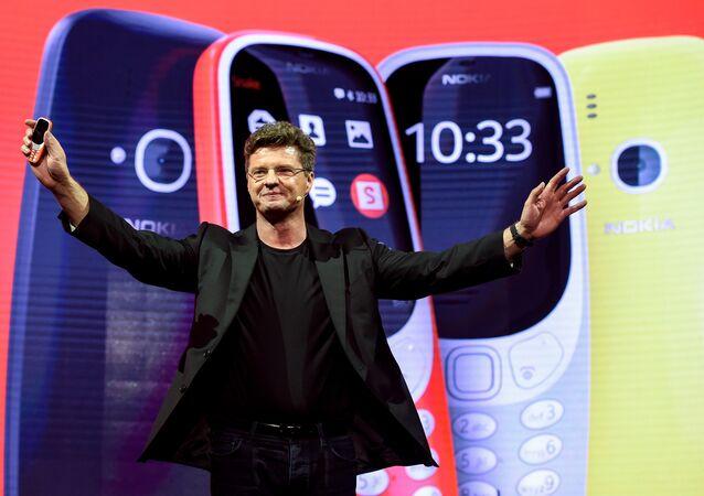 Chefe executivo Arto Nummela apresenta novo modelo Nokia 3310