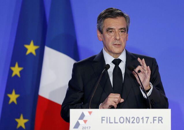 Presidenciável François Fillon durante uma coletiva de imprensa em Paris