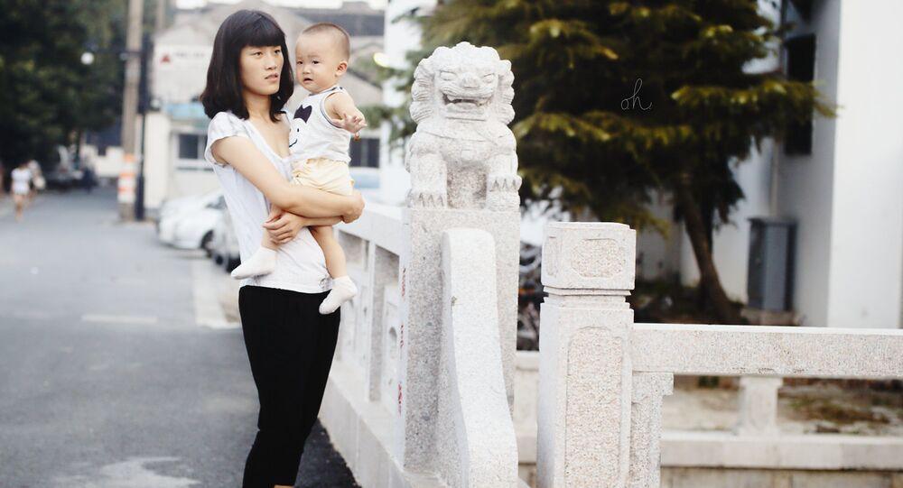 Uma mulher chinesa com filho