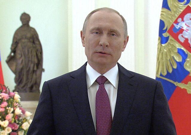 Vladimir Putin felicita mulheres pelo seu dia
