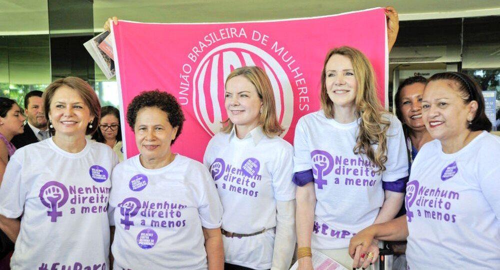 Senadoras e União Brasileira de Mulhers (UBM) comemoram com ato Nenhum direito a menos #Eu paro o Dia Internacional da Mulher