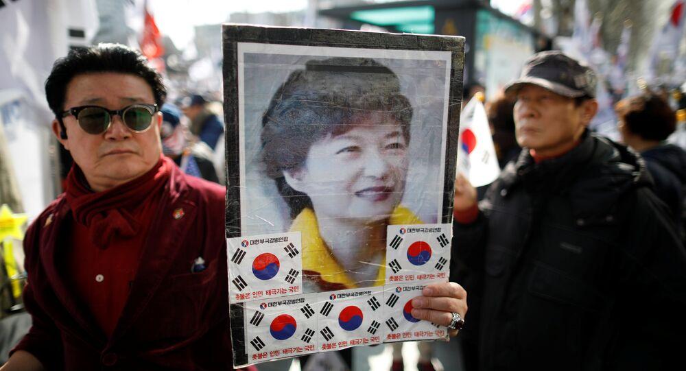 Apoiador da agora ex-presidente da Coreia do Sul, Park Geun-hye, participam de um protesto diante da decisão do Tribunal Constitucional sobre o impeachment de Park perto do Tribunal Constitucional em Seul, Coréia do Sul, 10 de março de 2017. REUTERS / Kim Hong-Ji