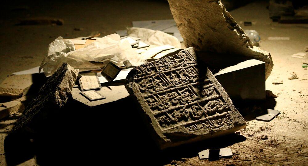 Um artefato destruído no Museu de Mossul das Antiguidades